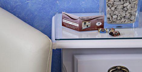 8-casa-rural-antonio-salamanca-dormitorio-azul-detalle-tarjeta