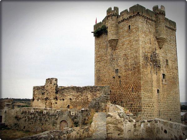El Castillo de San Felices, ven a visitarlo, te gustará ya que forma parte de las 10 tradiciones más representativas de salamanca.